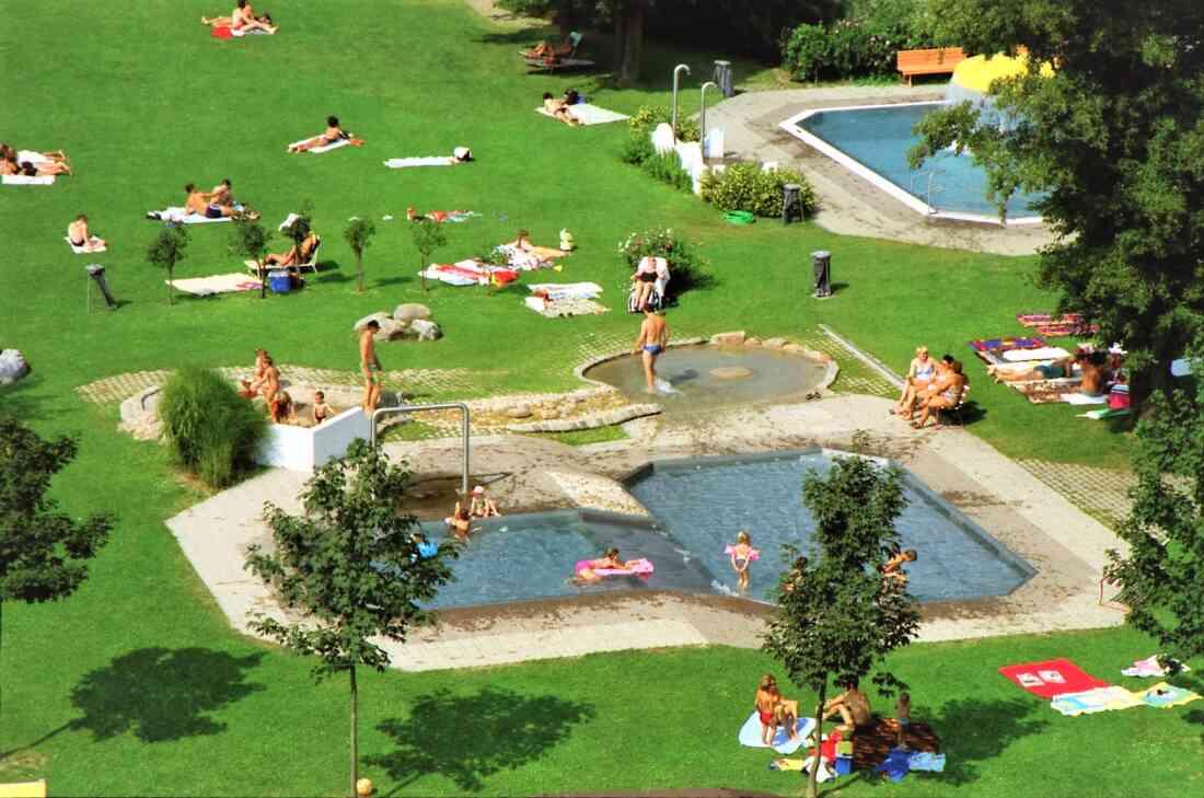Blick auf das Kinderbecken im Freibad (Badgasse 6)