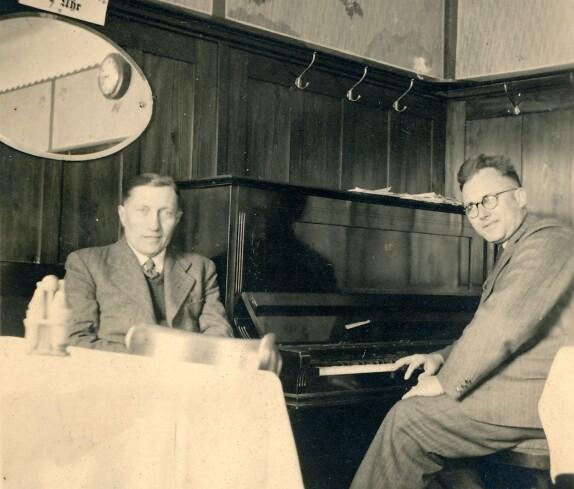 Baumeister Gustav Steurer im Gasthaus Wagner (Hauptplatz 8)